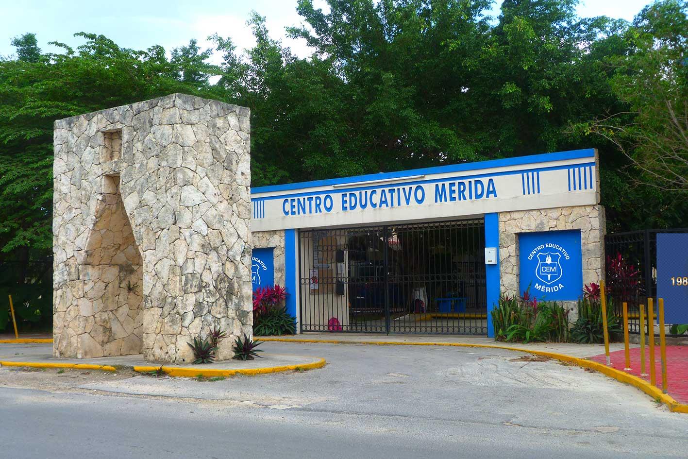 Fachada Centro Educativo Merida